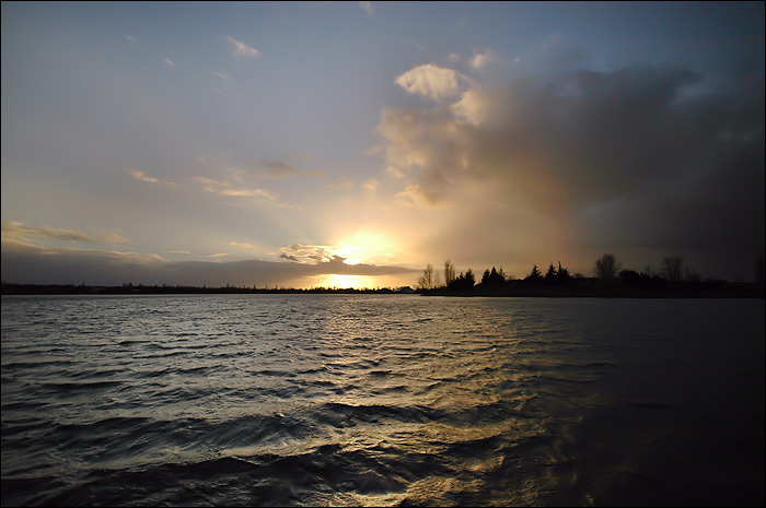 Soleil caché sur le lac